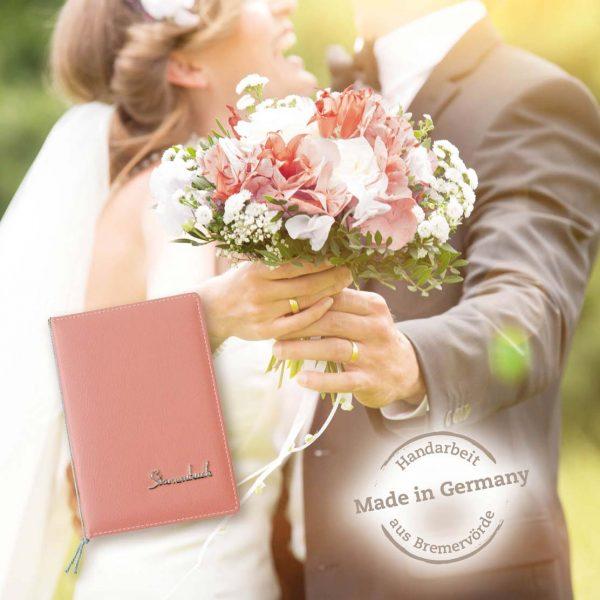 Brautpaar mit Straß und Stammbuch