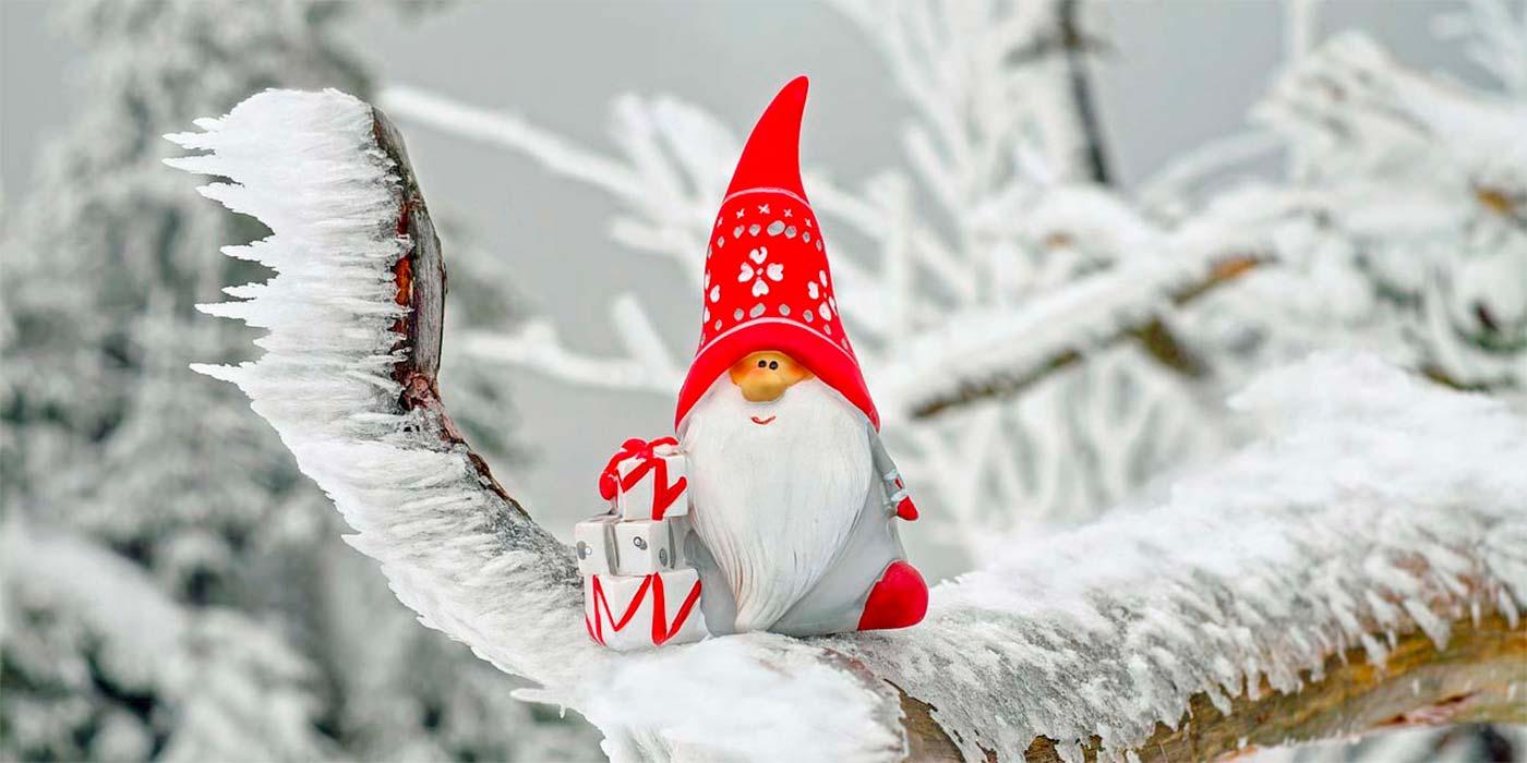 Weihnachtswichtel auf Baum